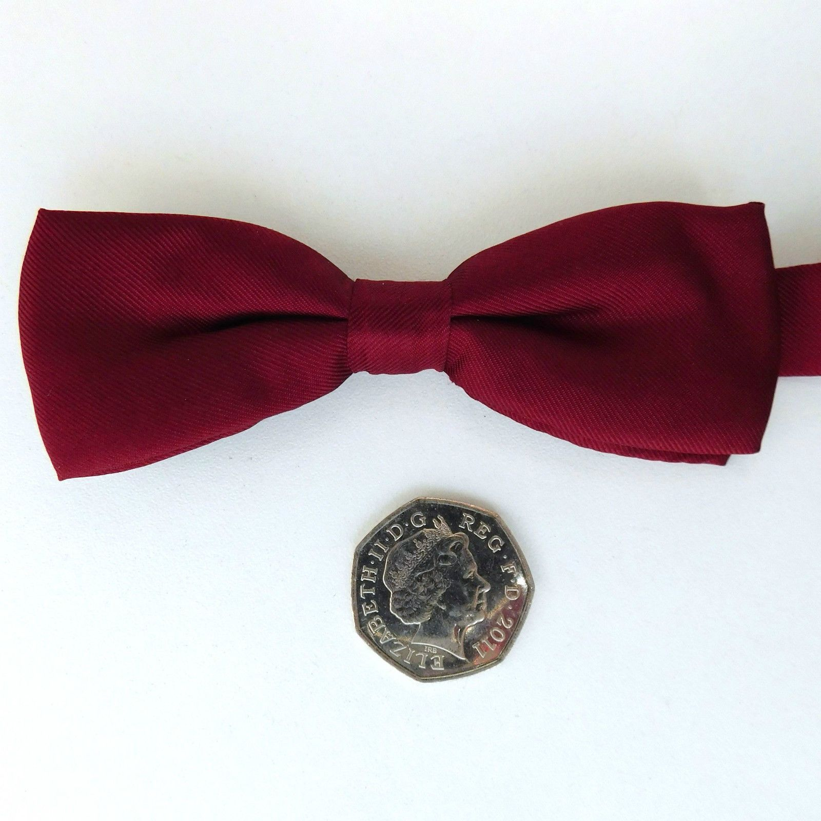 """Small burgundy pure silk bow tie for men or boys Collar size 12 to 17 1//2/"""" NEW"""