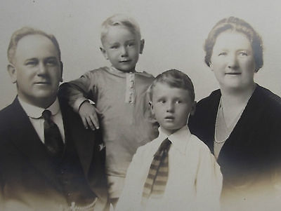 Vintage Edwardian photo Family holiday portrait Weston Super Mare R W Browne